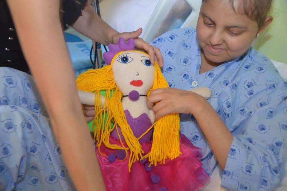 בובה מציור לילדים חולי סרטן