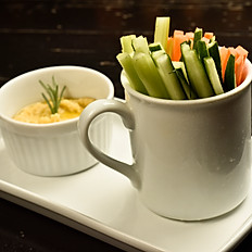 Palitinhos de legumes com hummus