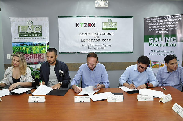 kyzox technology inventor dr francois martin with Derek Ramsay and priscilla meilleres estrada signing agreement with Pascual laboratory