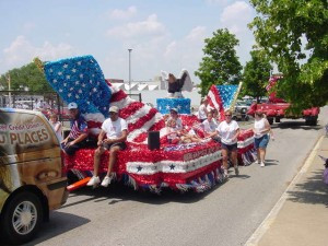 E.M.-4th-of-July-float-300x225.jpg