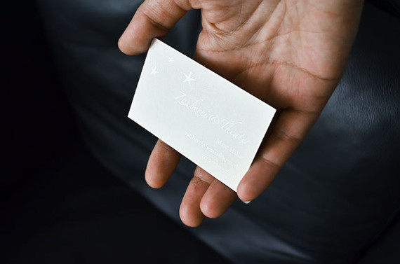 Visitenkarte Zauberei, Lack auf Weiss, Rückseite