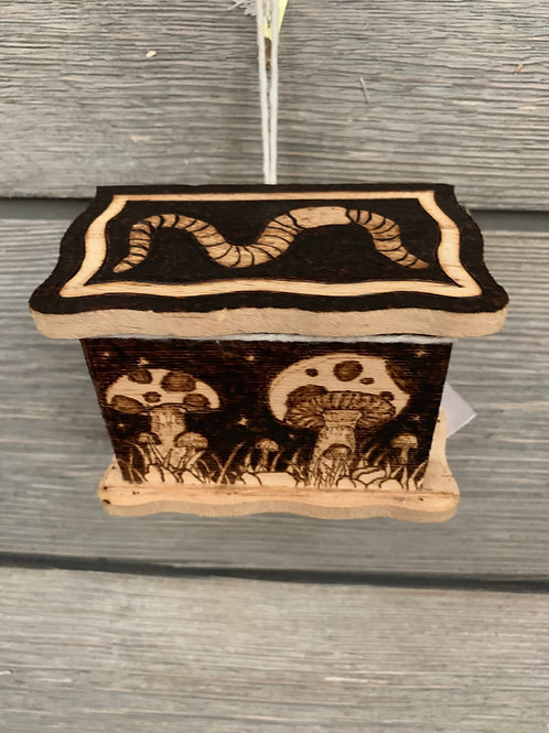 Worm & Mushroom Box