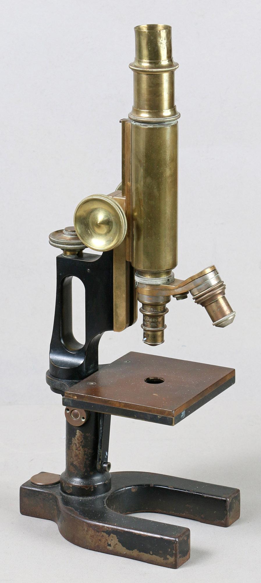 Dr. Békésy György mikroszkópja