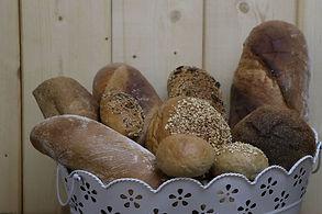 Brotsortiment mit Ruchbrot, Spezialbrot und Kleinbroten von Christine Brülisauer