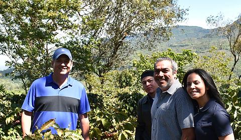 Finca Loma La Gloria, Bourbon, Pacamara, Cafe Honey, Cafe Natural, Cafe Lavado, Volcan de San Salvador