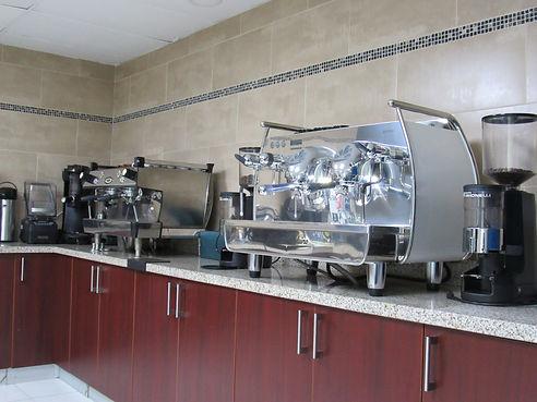 Instalaciones de Academia Barista Pro, Maquinas de Espresso, Molinos de Café, Licuadora con silenciador, Nuova Simonelli El Salvador