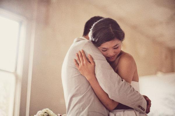 bride-groom-hugging-perfect-lighting-5
