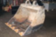 Ковш экскаватора после ремонтных работ с другого ракурса