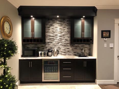 Common area - kitchenette / bar
