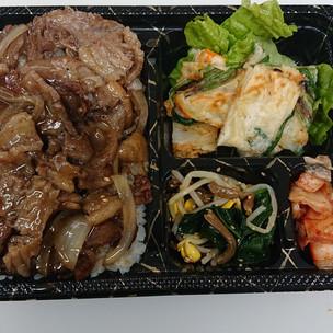 焼肉永楽(皆の感謝カルビ弁当(チヂミ,キムチ,ナムル付き)¥1000税)