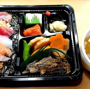 岡田寿司(お持ち帰り弁当 ¥1900前日予約で ¥1600※簡易味噌汁付き)