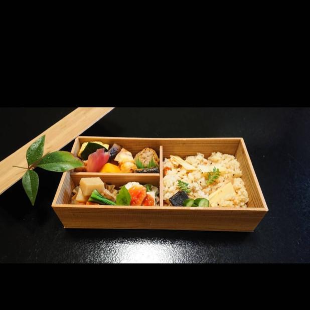 小六庵(炊き込みご飯弁当 2000円)