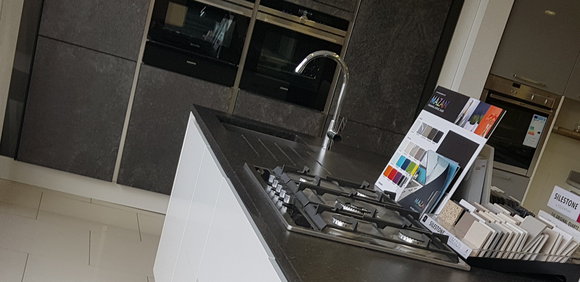 Stone Doors & Lacquered White Gloss