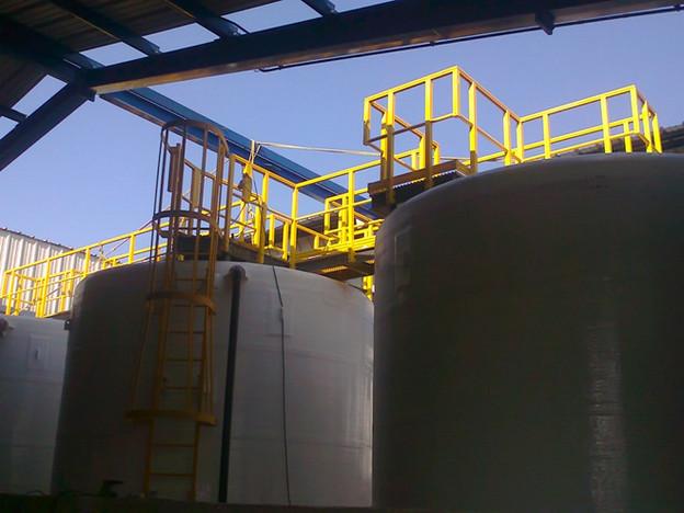 Plataforma y Barandal para 3 tanques EFISA