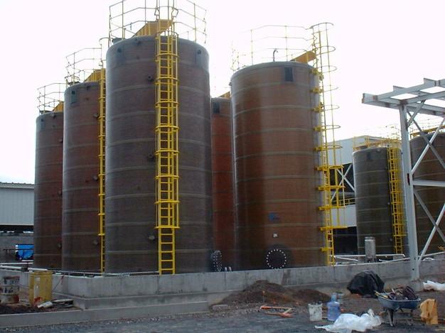 Escalera para tanques de 12 m alto EFISA