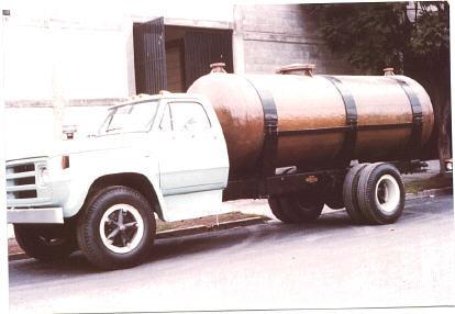 Auto tanque 10,000 litros EFISA