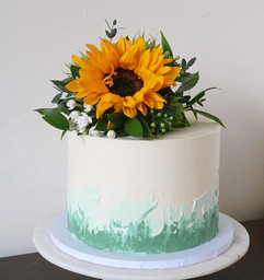 A cute sunflower cake to brighten your r