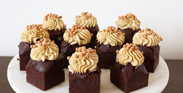 Mini Cakes (Box of 12)