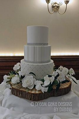 classic white 3 tier wedding cake