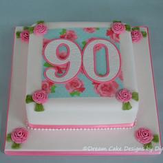 'MUM' ~ Traditional style 90th birthday cake