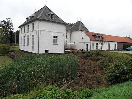 Het-Kasteel-Ooyen-met-bijgebouw-.jpg