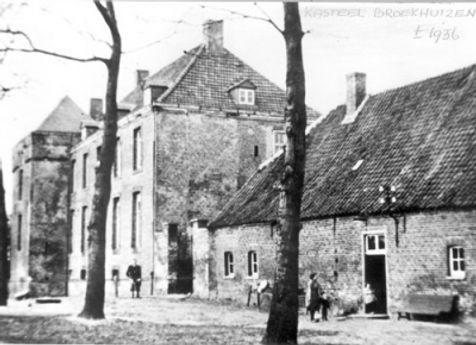 400px-Kasteelhof_te_Broekhuizen_1935.jpg