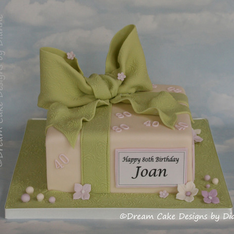 'JOAN' ~ Parcel design with large bow