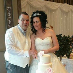 Lisa & David cutting their cake