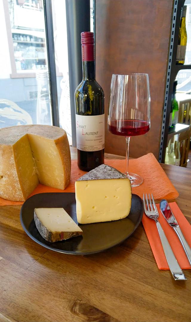 Käse und leckerer Wein