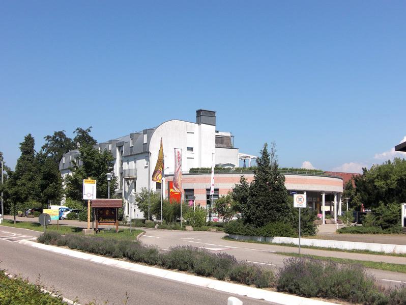 Modernes Wohn- & Geschäftshaus