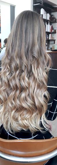 Femme cheveux longs 1a.JPG