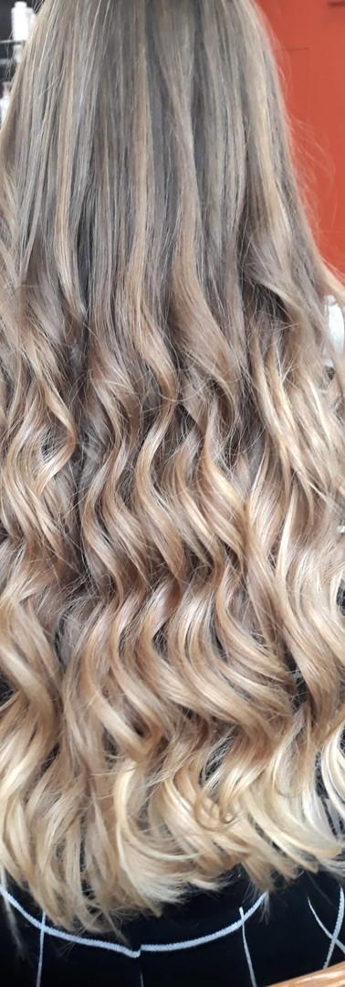 Femme cheveux longs 1b.JPG