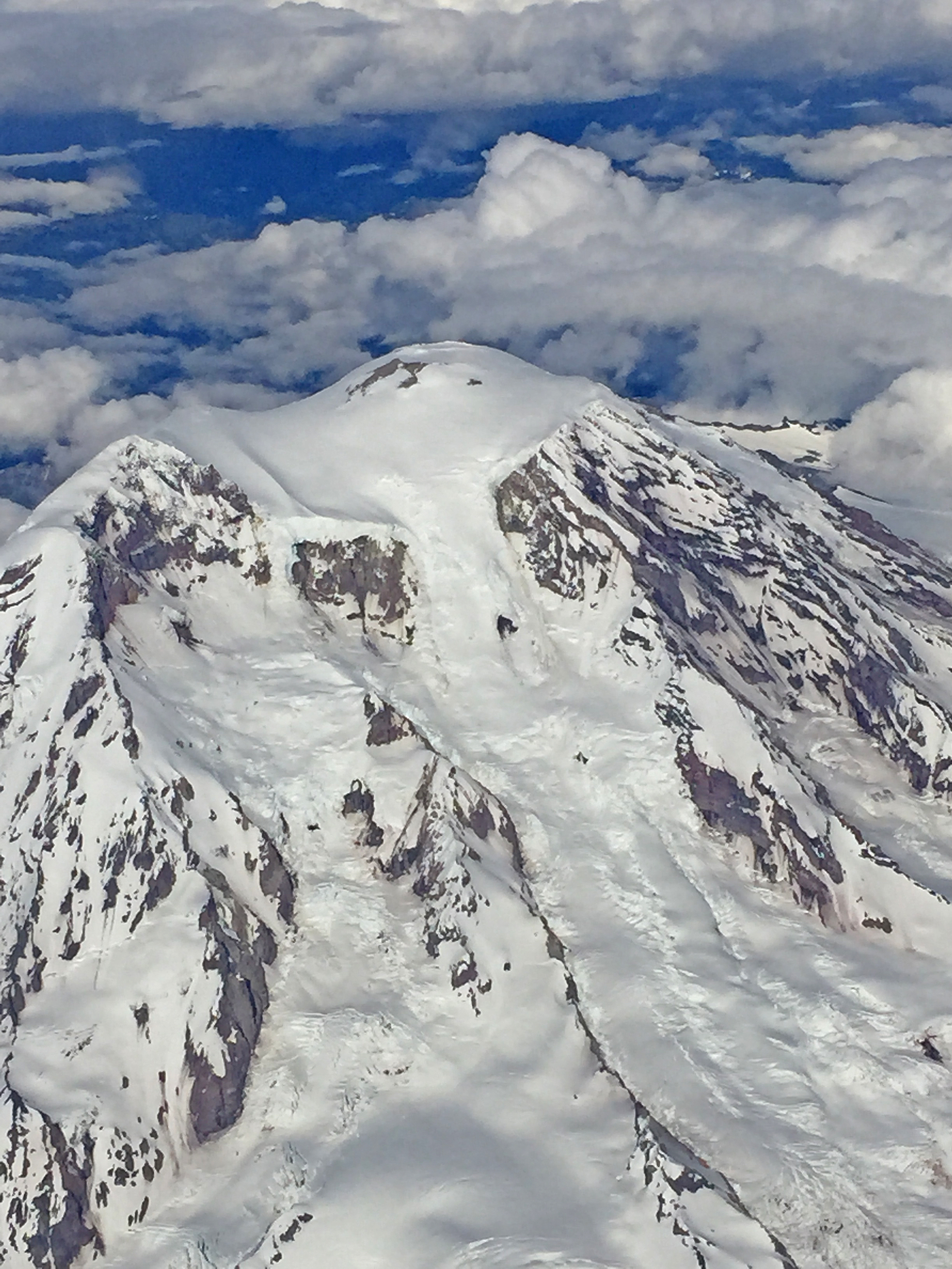 Mt Rainier (Arial Close Up)