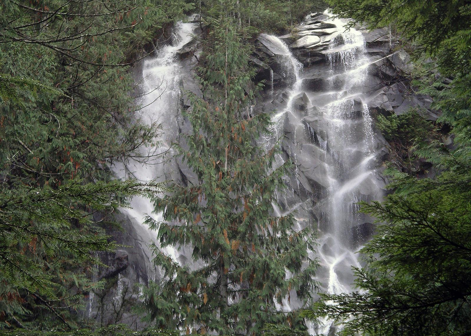 Bridal Falls (Cascades)