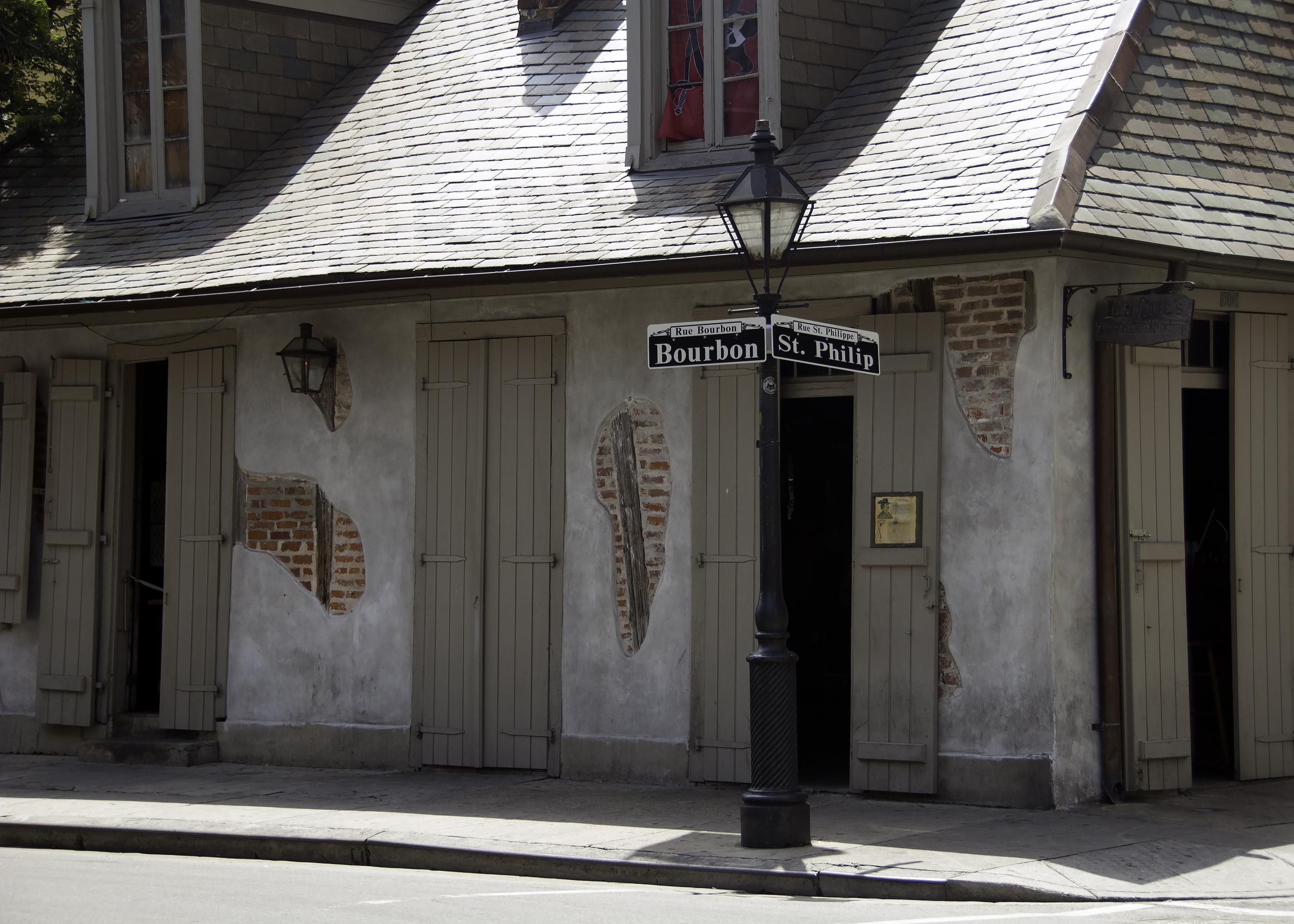 Lafitte's Blacksmith Shop (bar)