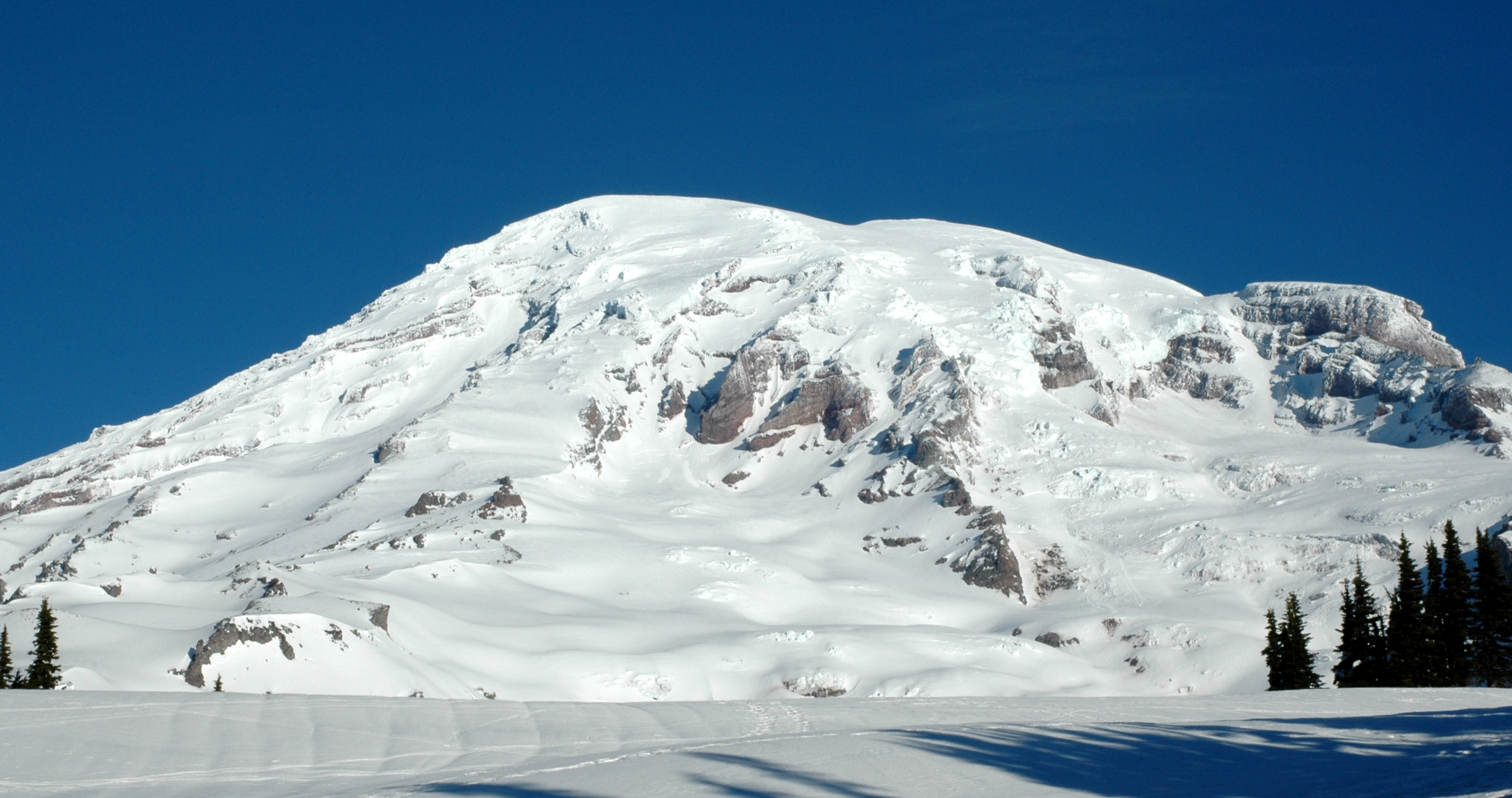 MT Rainier (Close-Up)