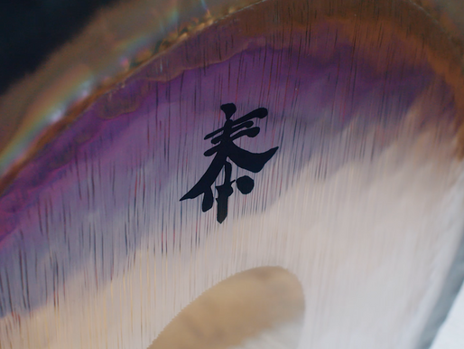 Gong with the wind: an effortless way to quiet the mind by meditating with sound