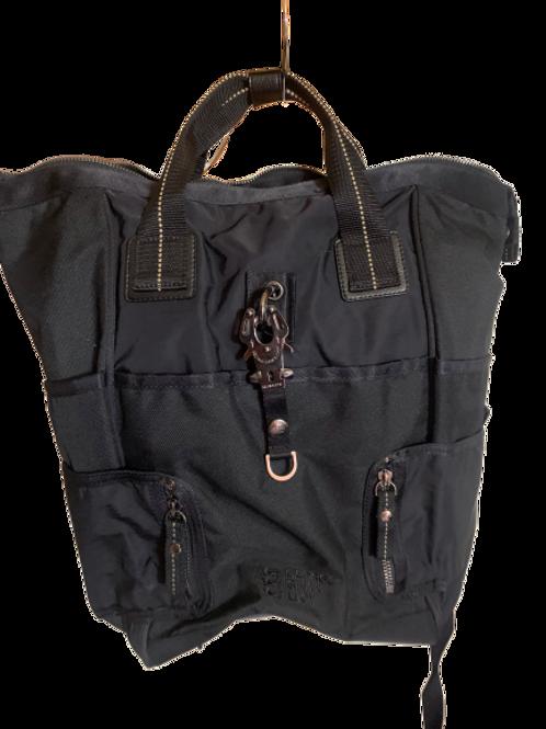 Backpack Alemán GEORGE GINA & LUCY con la herrería exclusiva de la Marca