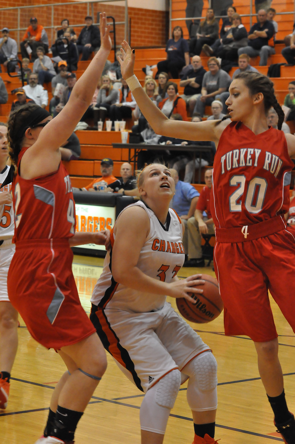 Becca Adams scored a game-high 20 points for the Chargers on Friday.
