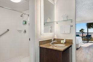 1565282573-beachfront-bathroom_desktop.j