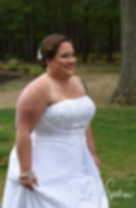 Samantha prepares to walk to her first look with Kyle at Goddard Park in East Greenwich, Rhode Island prior to her June 2018 wedding ceremony.