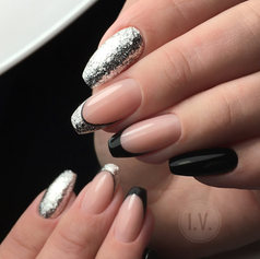 Черный с серебристым.