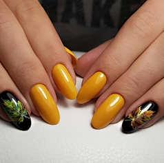 Осенний маникюр жёлтый с чёрным.