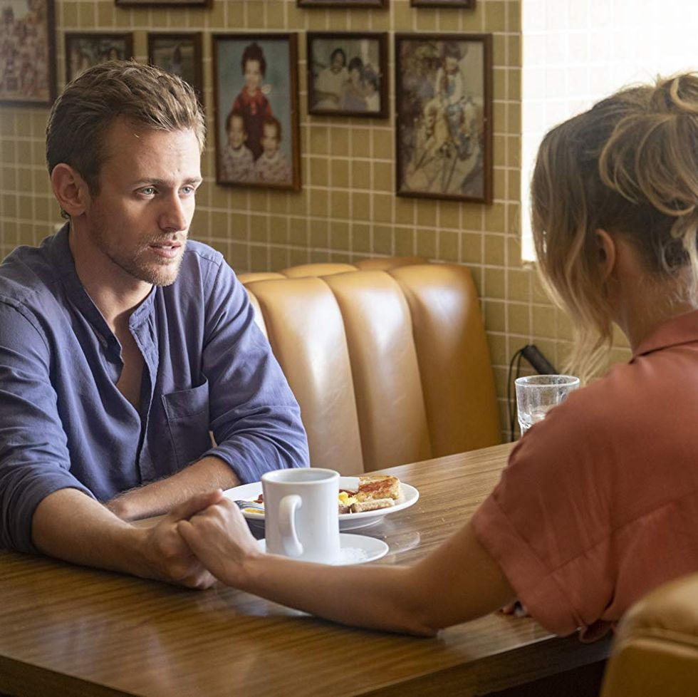 PD: A scene from Season 4 of the TV show This is Us. Jack Damon (played by blind actor Blake Stadnik) is at a diner, seated across the table from an unknown woman. He looks concerned as he reaches across the table to clutch her hand.