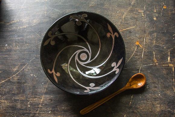 M/L Pinwheel Serving Bowl, Smoky Black