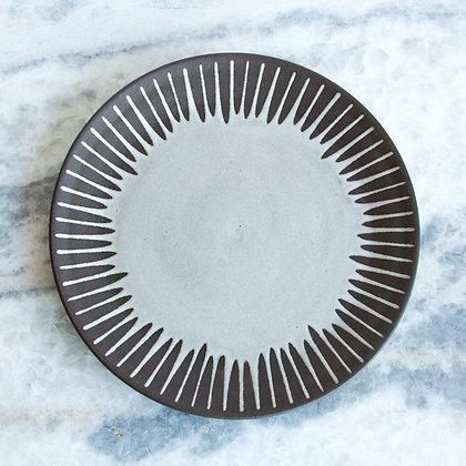 "Dinner Plate, Daisy 9.5"" (choose color)"