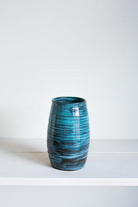 Ridged vase, mottled blue