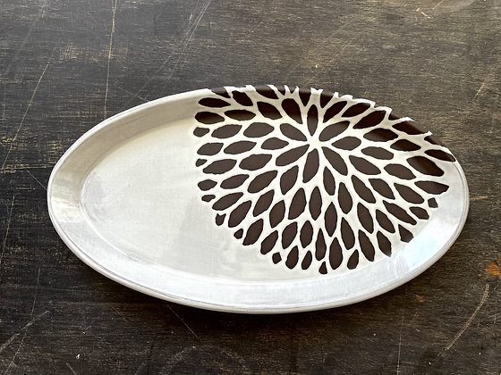 Med Oval Tray, Chrysanthemum, Antique White