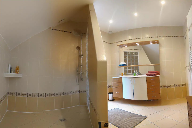 Salle de bain gîte Galloux