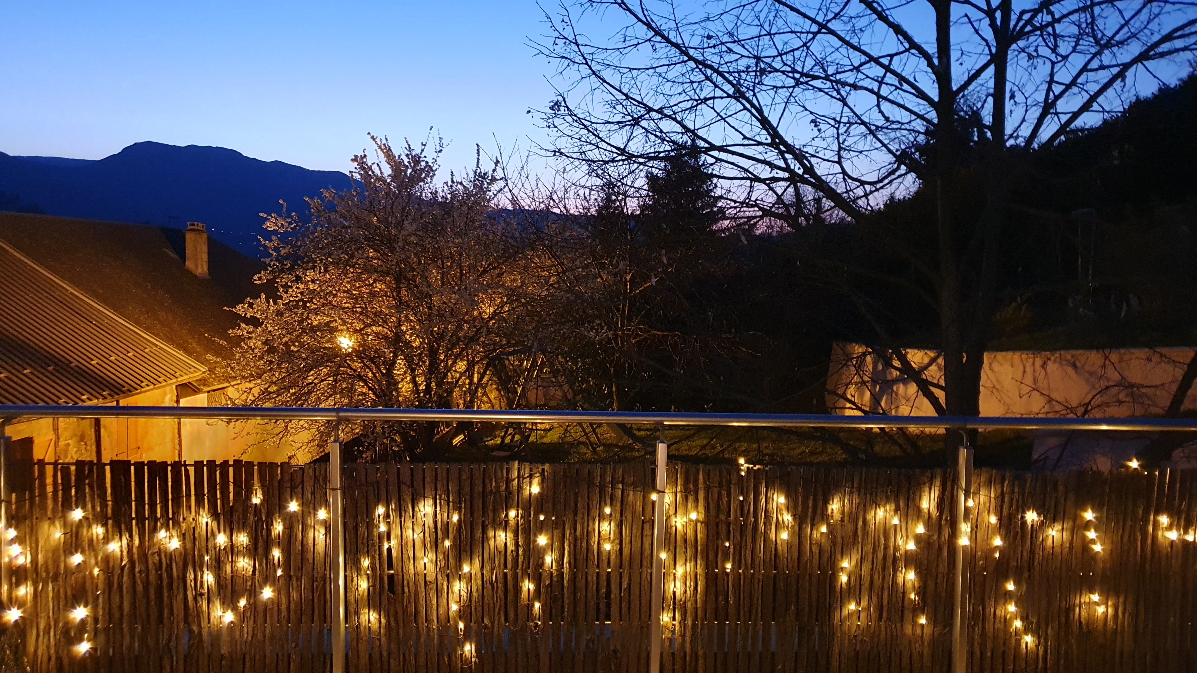 Coucher de soleil depuis la terrasse du gîte